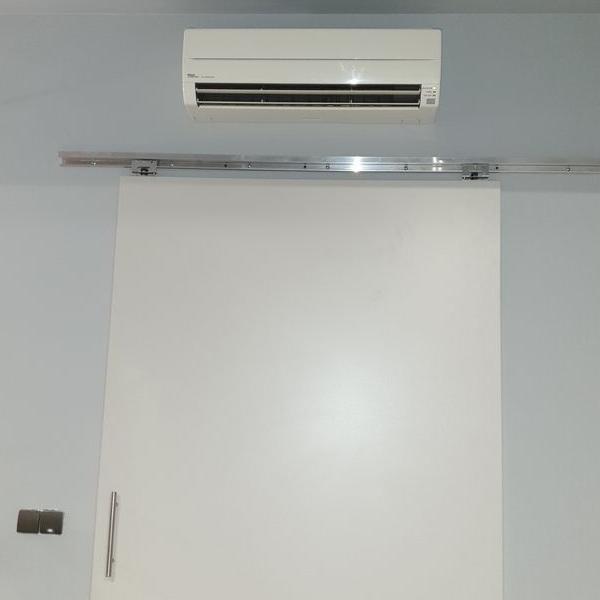 biały klimatyzator 50