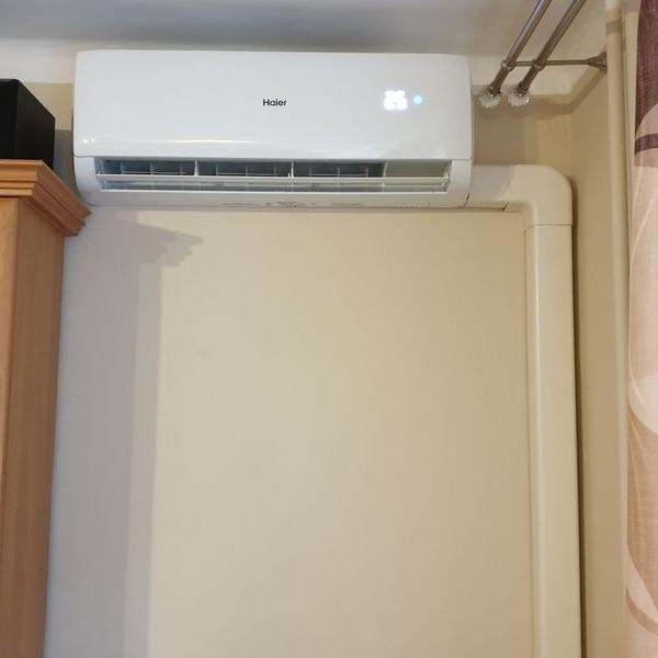 biały klimatyzator 35