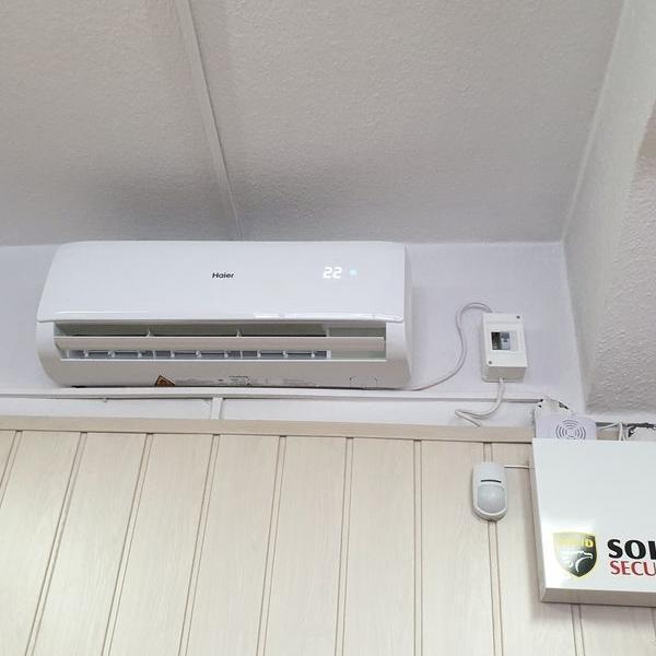 biały klimatyzator 3